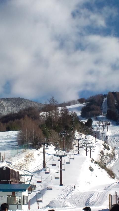 晴天に恵まれた安全祈願祭のスキー場