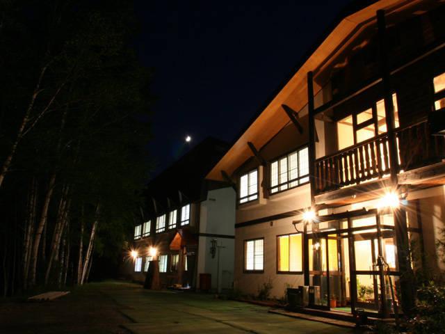 山荘わたり_建物_night