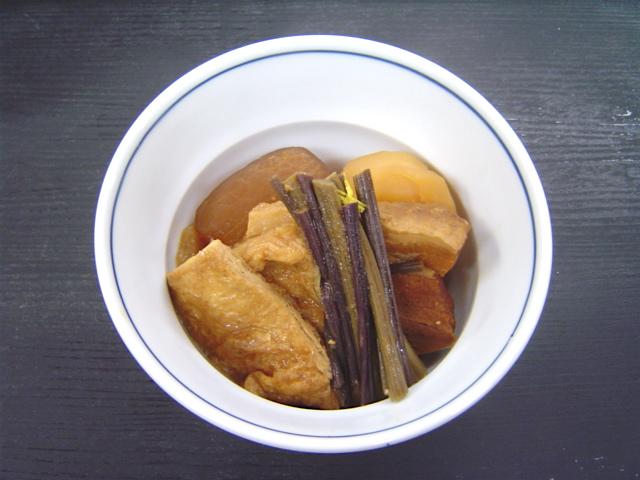 わらびと豚肉の赤味噌煮込み